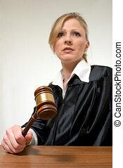 hembra, juez