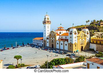 Hermosa basílica de candelaria iglesia tenerife, islas canarias, spain