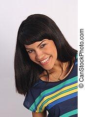 Hermosa belleza de pelo negro