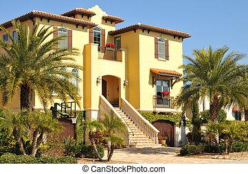 Hermosa casa española de tres historias