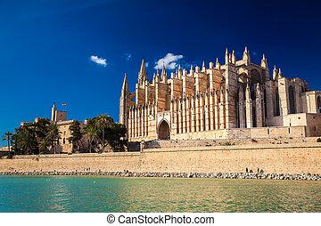 Hermosa catedral la seu