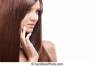 Hermosa chica con el pelo largo