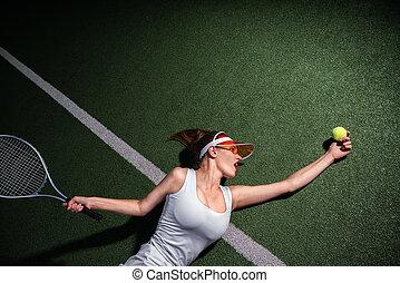 Hermosa chica con un raqueta