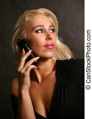 Hermosa mujer con el teléfono