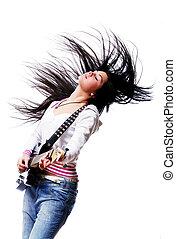Hermosa mujer con guitarra electro