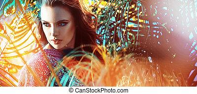Hermosa mujer morena en la selva