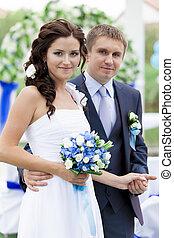 Hermosa pareja de bodas