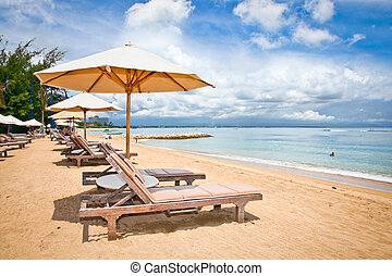 Hermosa playa Sanur en Bali