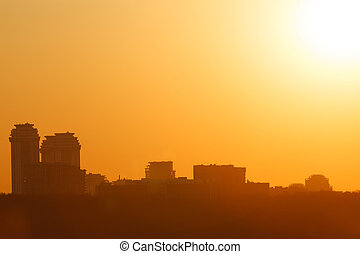 Hermosa puesta de sol en la ciudad