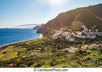 Hermosa vista de San Andrés pequeño pueblo en las islas Canarias de Tenife