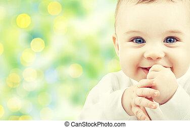Hermoso bebé feliz