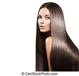 Hermoso cabello largo. Una mujer bella con el pelo negro derecho aislado en blanco