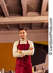 Hermoso cocinero en delantal