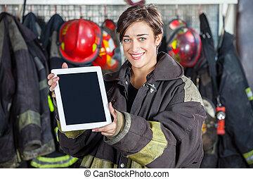 hermoso, firewoman, tableta, fuego, actuación, estación, digital