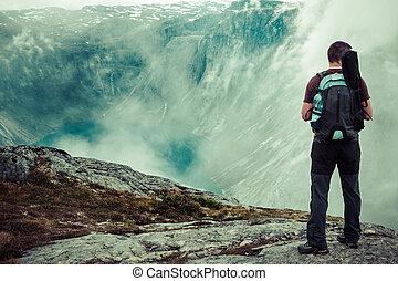 hermoso, montañas, trolltunga, noruego, manera, paisaje