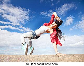 hermoso, niña, bailando, movimiento