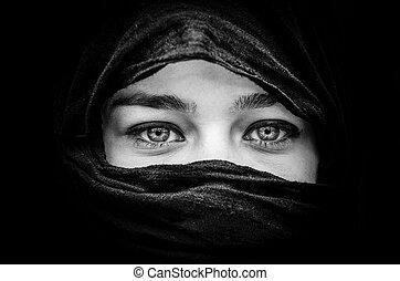 hermoso, ojos azules, mujer, negro pesado, retrato, blanco, bufanda