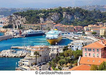Hermoso puerto con grandes cruceros, Francia, Europa. Cote d'azur.