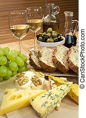 hermoso, queso, aceite, tiro, aceitunas, alimento, luz, balsamic, bread, mediterráneo, foco, fuente, aceituna, tibio, incluso, queso, vino, primer plano., uvas blancas, vinegar.