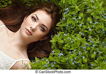 hermoso, retrato, mujer, verano, jardín, joven