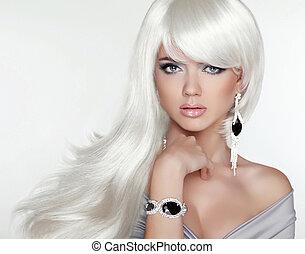 Hermoso retrato rubio. Cabello largo blanco. Chica de moda