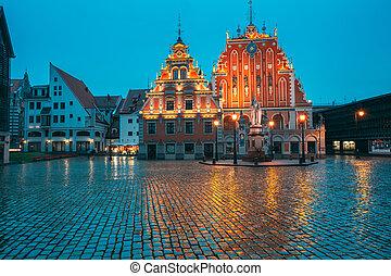 histórico, schwabe, touristic, noche, riga, antiguo, pueblo, showplace, cuadrado, señal, evening., vestíbulo, casa, popular, blackheads, iluminaciones, verano, latvia.