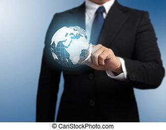 Hombre con una tecnología global de fondo con el planeta Tierra