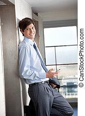 Hombre de negocios con celular