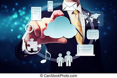 Hombre de negocios con conectividad a través del concepto de computación de nubes