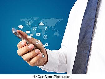 Hombre de negocios con smartphone. Interfaz de la tecnología de conexión mundial