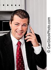Hombre de negocios con teléfono