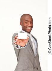 Hombre de negocios con una tarjeta blanca