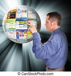 Hombre de negocios de Internet apuntando a la red