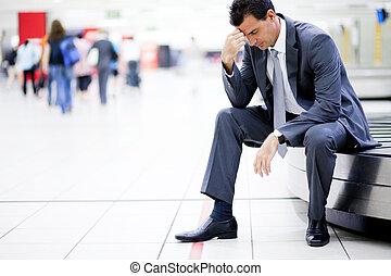 hombre de negocios, el suyo, preocupado, equipaje perdido