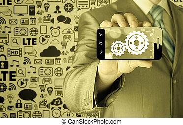 Hombre de negocios en el smartphone al concepto de éxito