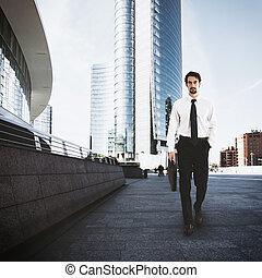 Hombre de negocios en la ciudad