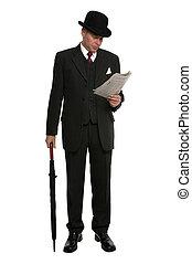 Hombre de negocios leyendo papel