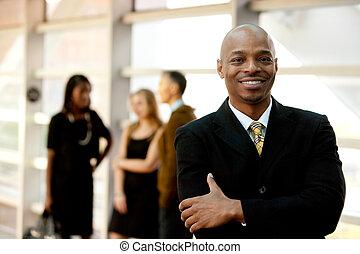 hombre de negocios, negro, feliz