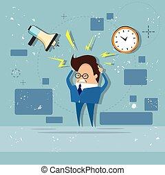 Hombre de negocios ocupado multitareando una fecha límite de exceso de trabajo