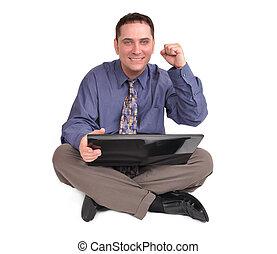 Hombre de negocios sentado con portátil