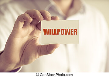 Hombre de negocios sosteniendo la tarjeta de mensaje de WillPOWER