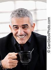 hombre de negocios, té de bebida