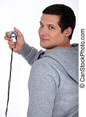 Hombre deportivo con un cronómetro