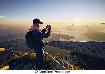 hombre, hermoso, el fotografiar, salida del sol, paisaje