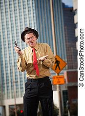 Hombre molesto con teléfono