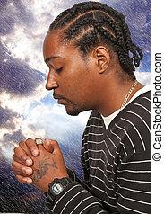 Hombre negro rezando