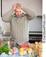 Hombre pensando qué cocinar para la cena
