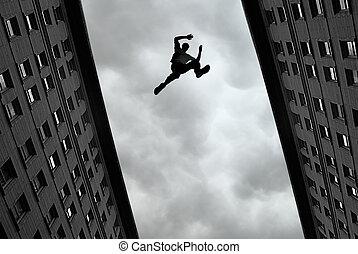 Hombre saltando de techo en techo