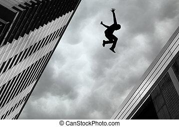 Hombre saltando del edificio