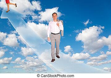 Hombre y mujer en flechas sobre blancas y suaves nubes en el cielo azul